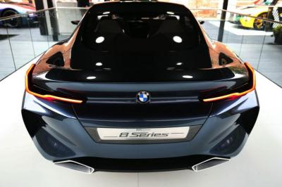 BMW concept 8 series (2017, rear OLED)