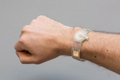 Wearable OLED bracelet (Fraunhofer / FTT / Holst)