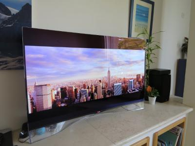 LG 55EA9800 OLED TV front photo 2