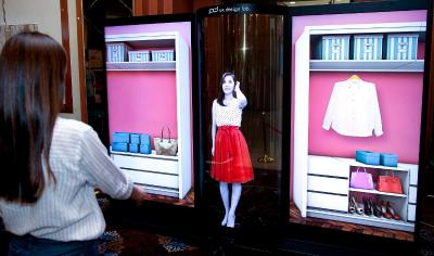 LG 77'' flexible and transparent OLED demo