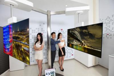 LGD's 55'' double-sided OLED (IFA 2015)