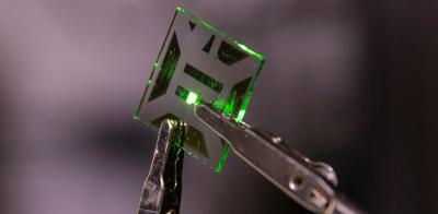 OLED device with waveguide-elimination structure (University of Michigan)