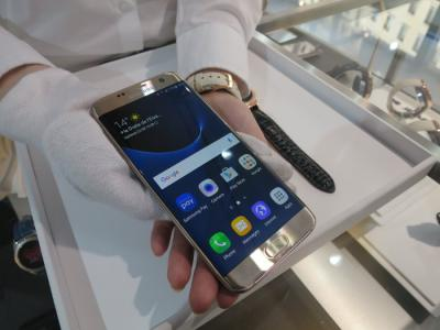 Samsung Galaxy S7 Edge at MWC photo