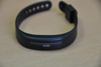 Garmin Vivosmart on table photo 2
