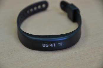 Garmin Vivosmart on table photo