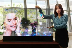 Samsung Display 55'' transparent OLED photo