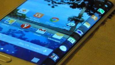 Samsung Galaxy Note 4 Edge closeup photo (RM)